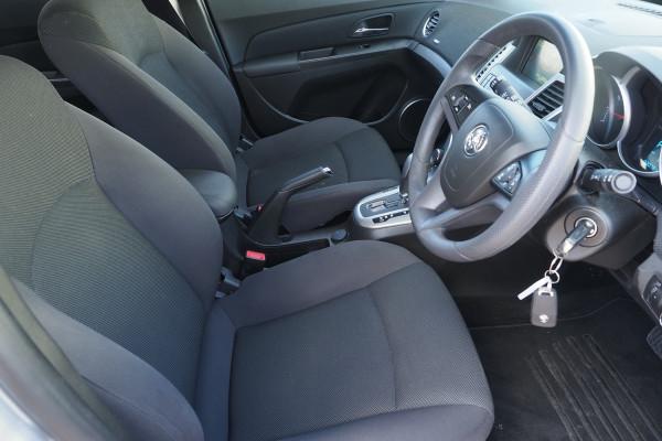 2016 Holden Cruze Vehicle Description. JH  II MY16 EQUIPE HBK 5DR SA 6SP 1.8I Equipe Hatchback Image 5