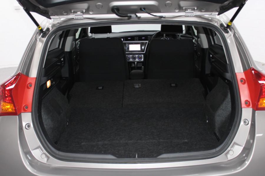 2013 Toyota Corolla ZRE182R Ascent Hatchback Image 12
