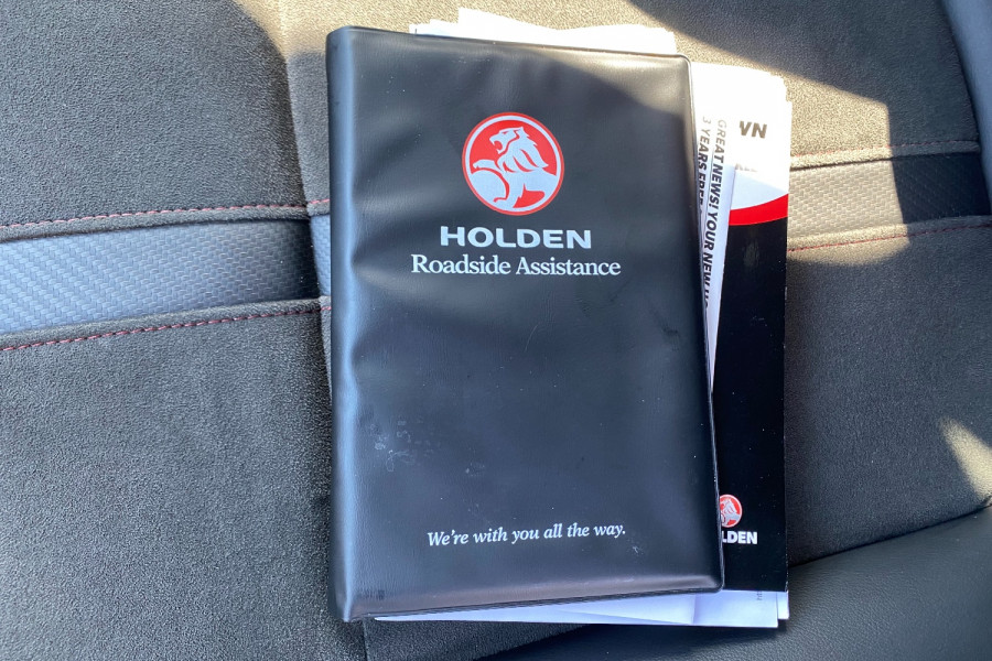 2016 Holden Commodore VF II  SV6 Black Utility Image 9