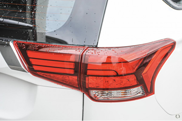 2020 Mitsubishi Outlander ZL ES Suv Image 2