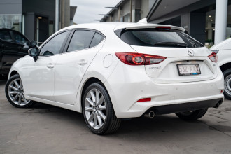 2017 Mazda 3 Hatchback Image 2