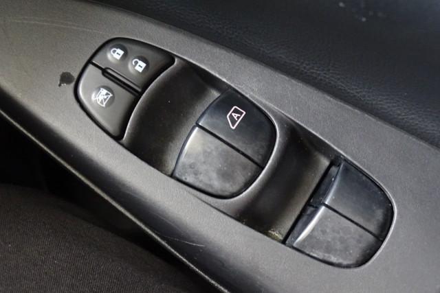 2013 Nissan Pulsar Ti 24 of 26