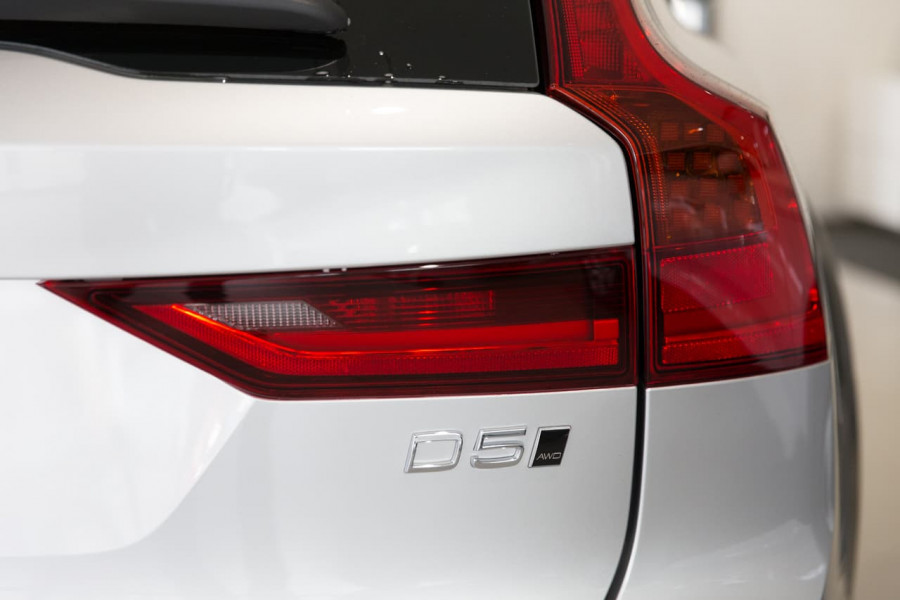 2019 MY20 Volvo V90 Cross Country P Series D5 Wagon Image 12