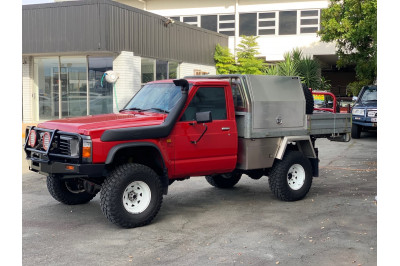 1998 Nissan Patrol GQ ST Cab chassis Image 4
