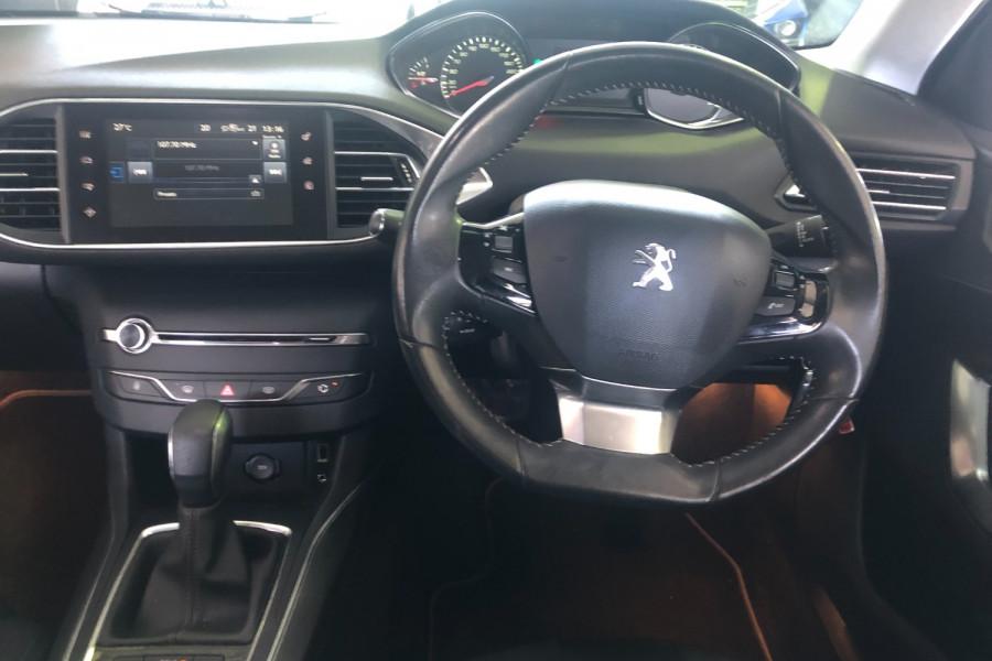 2014 Peugeot 308 Wagon Image 11