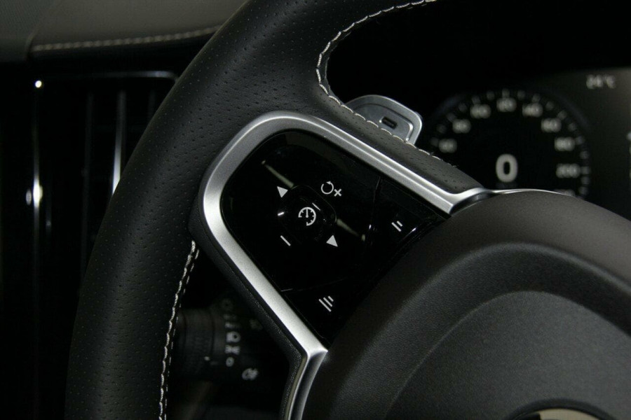 2018 Volvo XC60 UZ D5 R-Design Suv Mobile Image 11