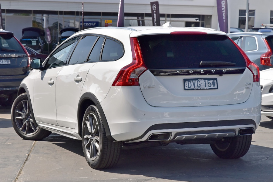 2017 Volvo V60 Cross Country D4 Luxury Wagon Mobile Image 2