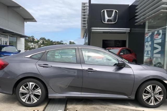 2019 Honda Civic Hatch 10th Gen VTi-L Sedan Image 3