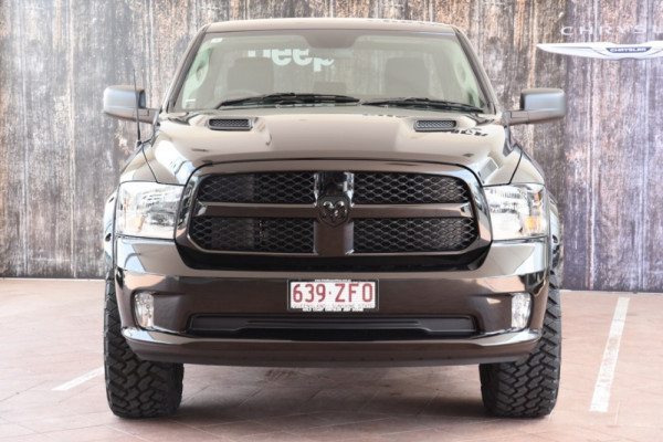 2019 Ram 1500 (No Series) Express Black Pack Utility crew cab Image 2