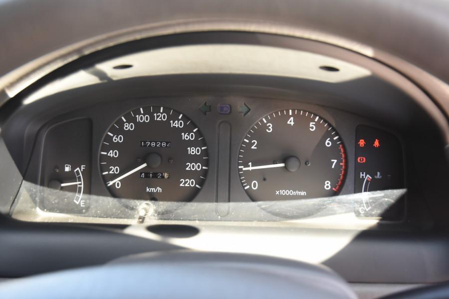 2001 Toyota Corolla AE112R Ascent Ute Image 17