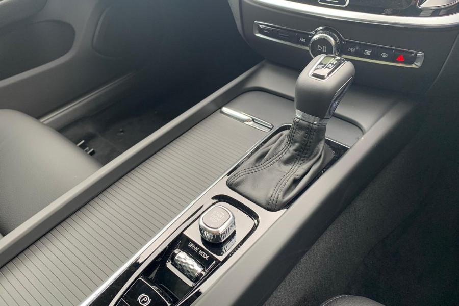 2020 Volvo V60 (No Series) T5 Momentum Wagon Mobile Image 11