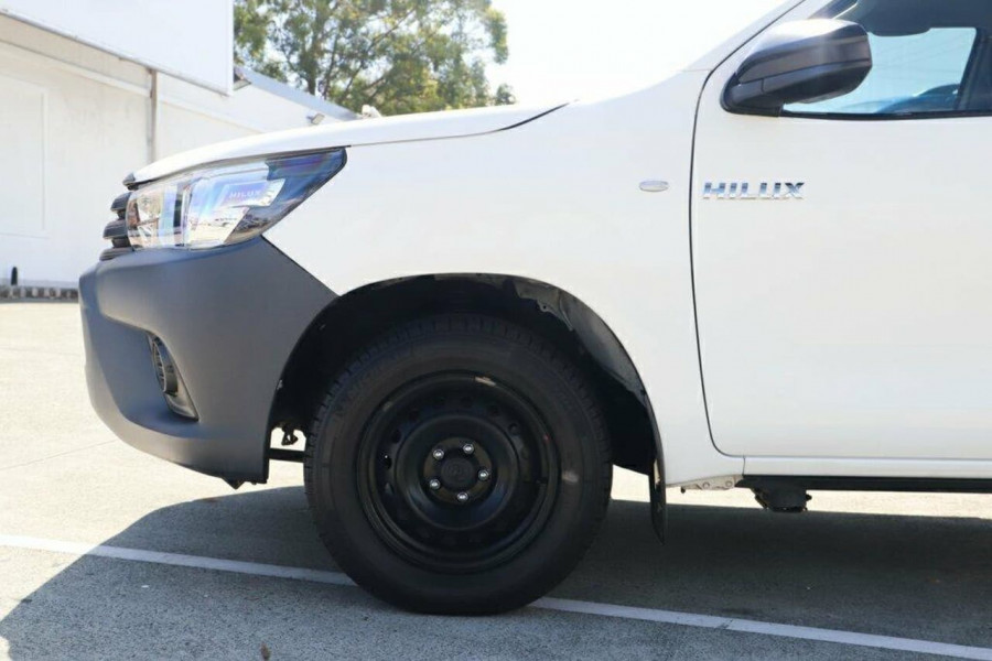 2016 Toyota HiLux GUN122R Workmate Cab chassis Image 6