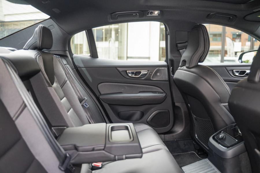 2020 Volvo S60 Z Series T8 R-Design Sedan Image 8