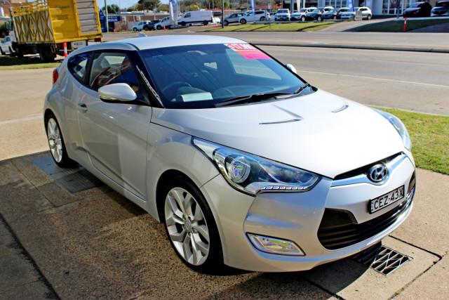 2012 Hyundai Veloster FS Hatchback Image 4