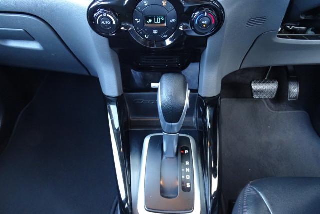 2016 Ford EcoSport Titanium 18 of 23