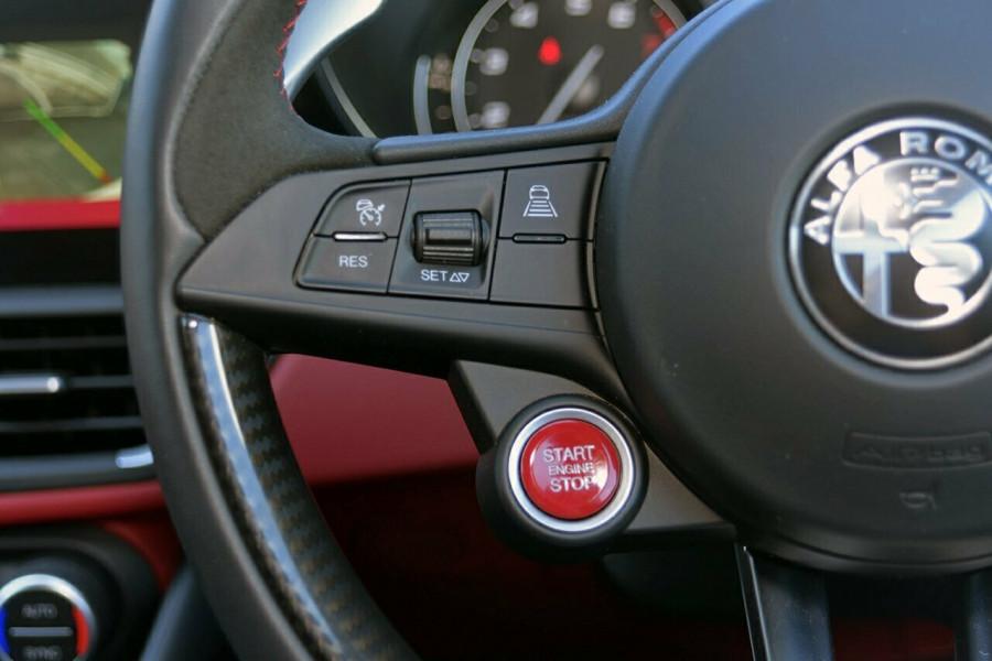 2017 Alfa Romeo Giulia Quadrifoglio Sedan Mobile Image 16