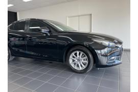 2016 Mazda 3 BM5276 Neo Sedan Image 3