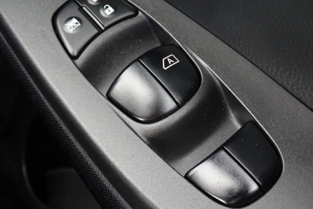 2014 Nissan Pulsar Hatch ST 28 of 29