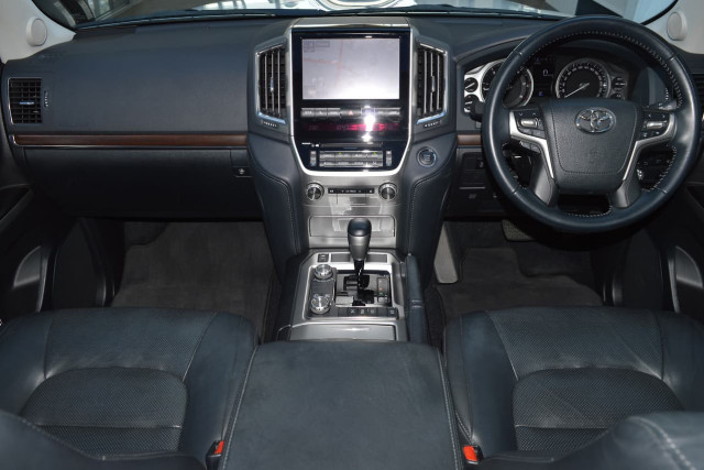 2016 Toyota Landcruiser VX 19 of 25