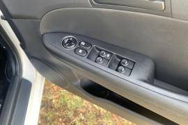 2011 Hyundai I30 FD MY11 SX Hatch Image 4