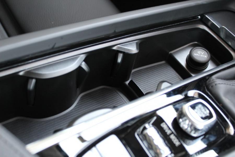 2019 MY20 Volvo XC60 UZ T5 Momentum Suv Mobile Image 21