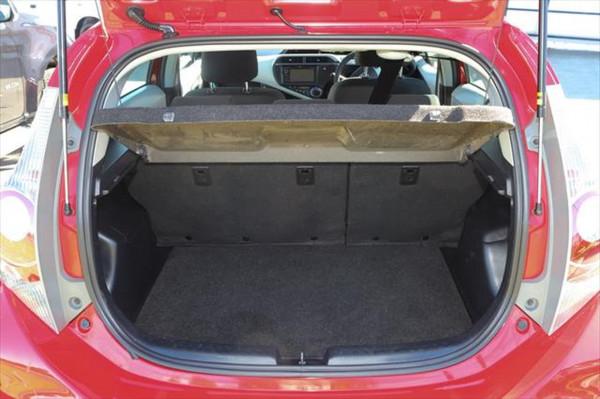 2013 Toyota Prius ZVW30R MY12 Liftback Image 4
