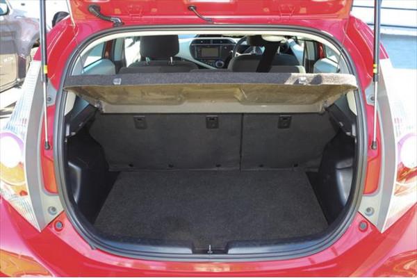 2013 Toyota Prius C NHP10R Hatchback Image 4