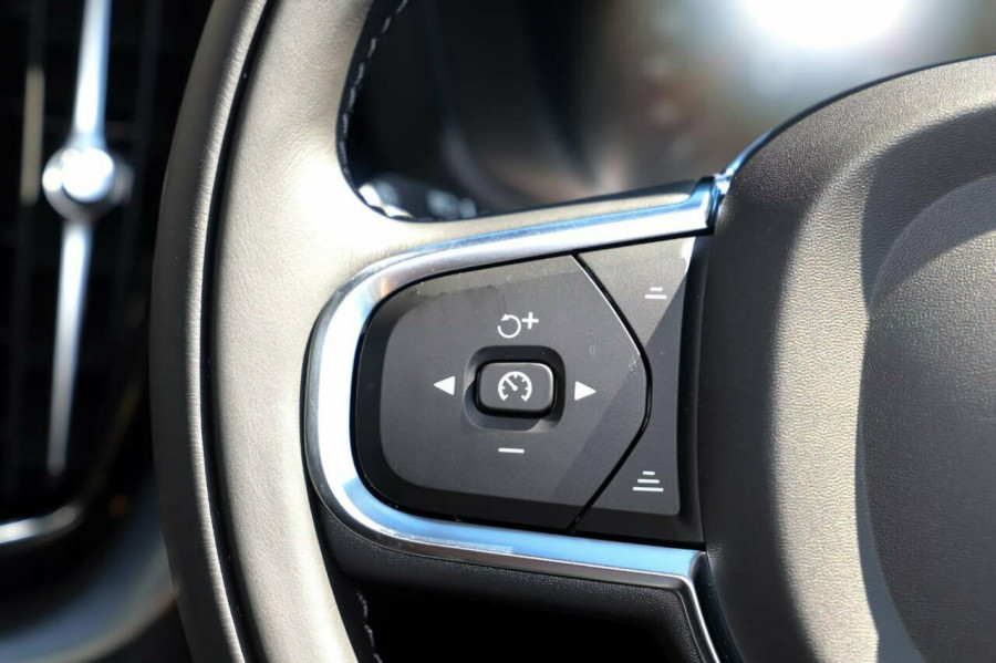 2020 Volvo XC60 UZ D4 Momentum Suv Image 16