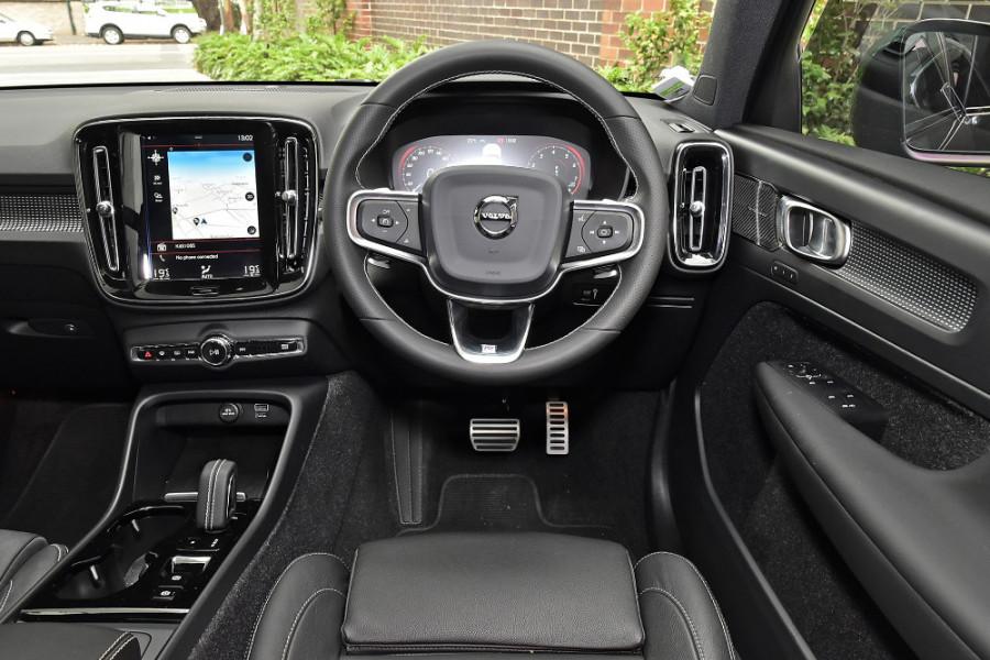 2020 Volvo XC40 XZ T5 R-Design Suv Mobile Image 3