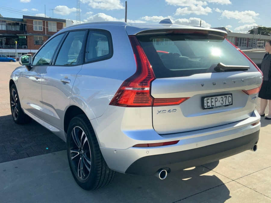 2019 MY20 Volvo XC60 246 MY20 D4 Momentum (AWD) Suv Image 6
