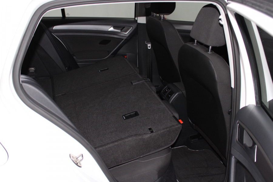 2015 Volkswagen Golf VII  90TSI Hatchback Image 17