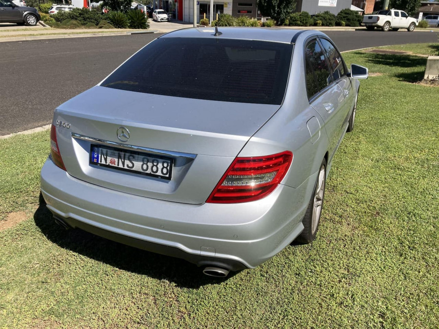 2011 Mercedes-Benz C-class W204 C300 BlueEFFICIENCY Sedan Image 7