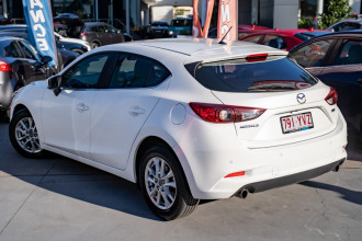2018 Mazda 3 BN5476 Touring Hatchback Image 2