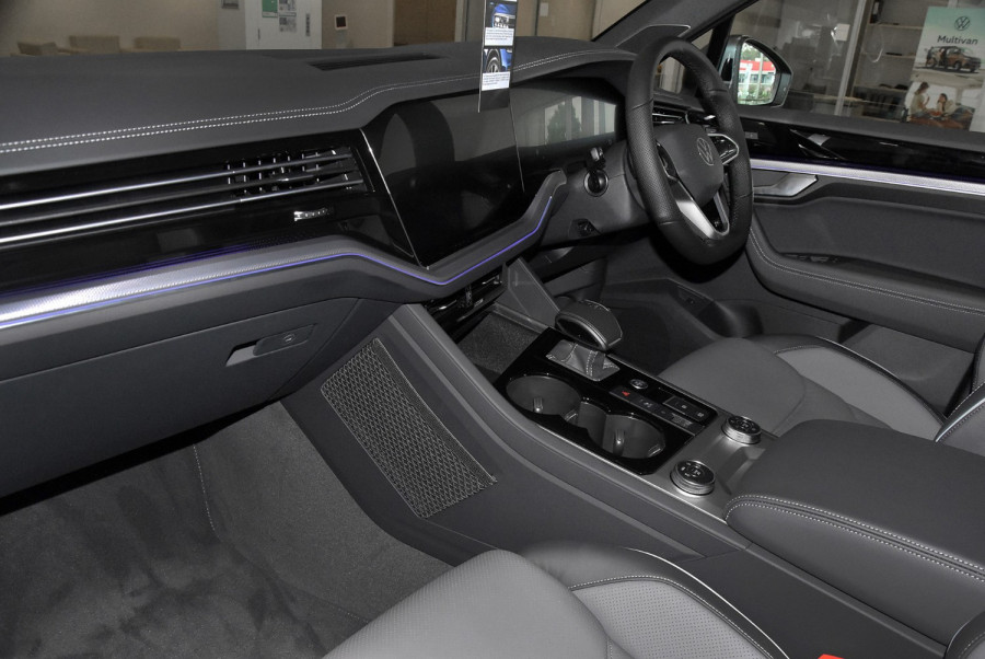 2020 MY21 Volkswagen Touareg CR 210TDI R-Line Suv Image 17