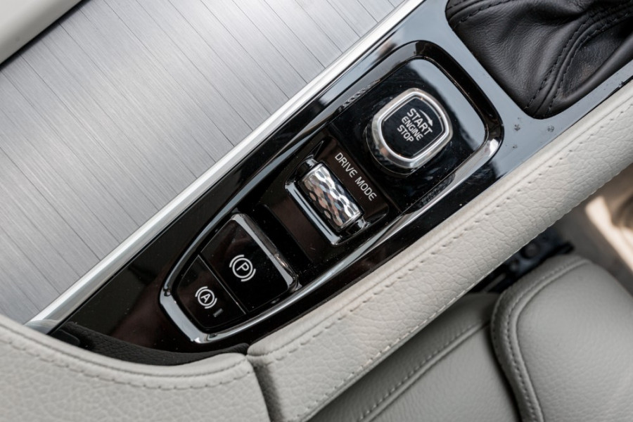 2019 MY20 Volvo XC90 L Series T6 Momentum Suv Image 16