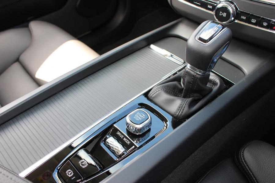 2021 Volvo XC60 UZ D4 Momentum Suv Image 17
