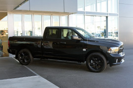 2019 MY18 Ram 1500 Express -- Express Black Pack Utility crew cab Image 3