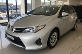 2013 Toyota Corolla ZRE182R Ascent Hatchback Image 3