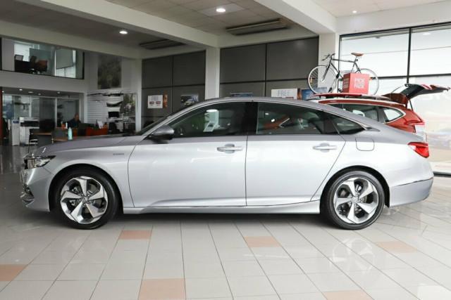 2019 Honda Accord 10th Gen VTI-LX Hybrid Sedan Image 5