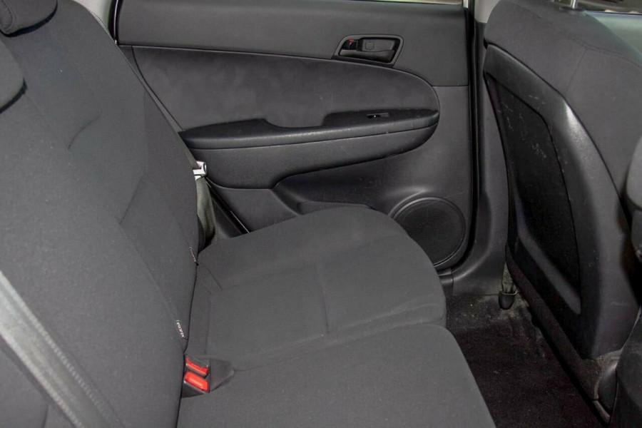 2011 Hyundai i30 FD MY11 SX 1.6 CRDi Hatchback Image 7