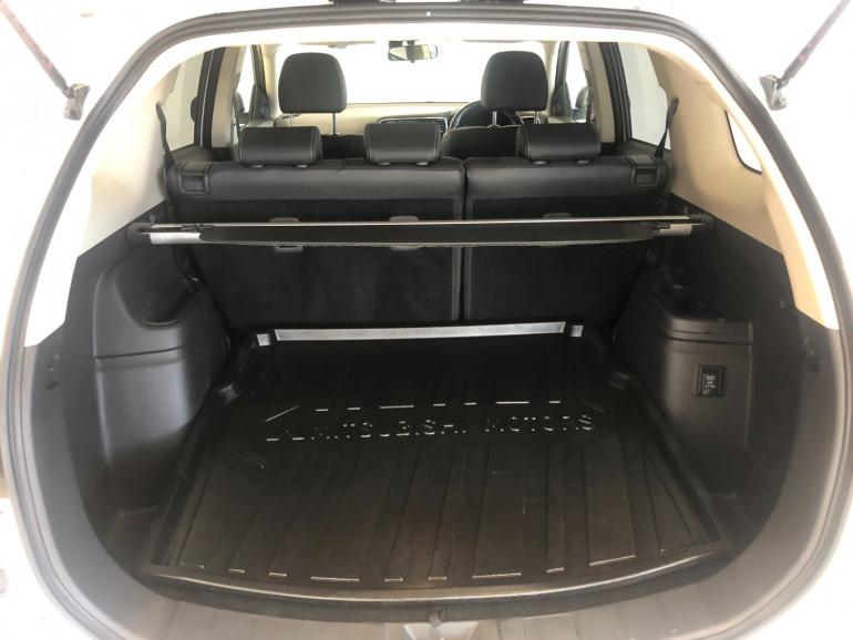 2017 Mitsubishi Outlander ZK PHEV LS Awd wagon Image 14