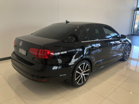2015 Volkswagen Jetta 1B Turbo 155TSI Highline Spor Sedan Image 4
