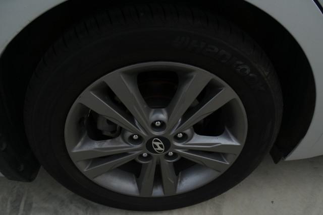 2016 Hyundai Elantra Active 14 of 27