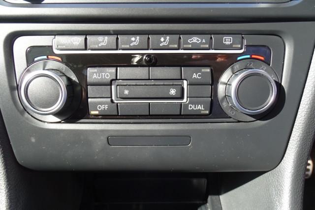 2010 Volkswagen Golf GTI 15 of 24