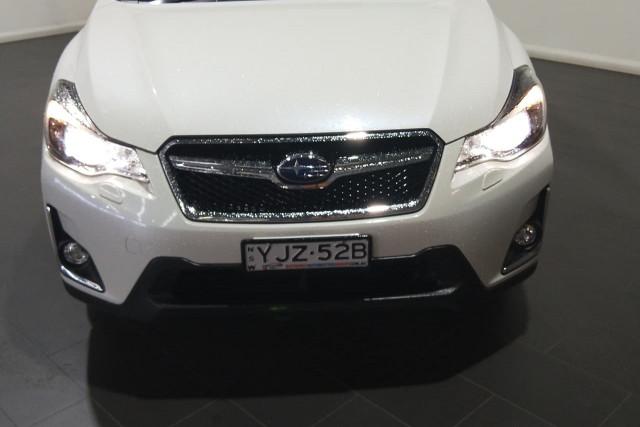 2016 Subaru Xv G4X 2.0i-S Suv Image 2