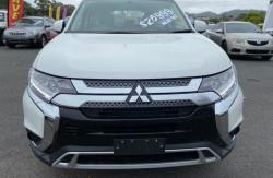2018 Mitsubishi Outlander ZL ES 2wd wagon Image 2