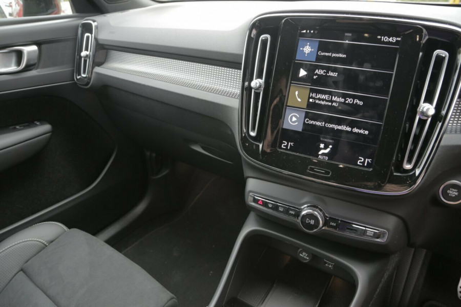2019 Volvo XC40 T5 R-Design (AWD) Suv Mobile Image 10