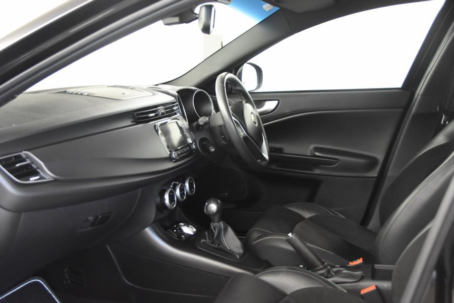 2015 Alfa Romeo Giulietta Vehicle Description.  1 Quadrifogl Hatch 5dr TCT 6sp 1.8T Quadrifoglio Verde Hatchback Image 5