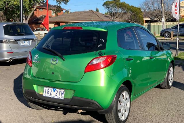 2010 Mazda 2 Neo 10 of 22
