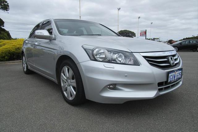 2012 MY11 Honda Accord 8th Gen  V6 V6 - Luxury Sedan Image 3